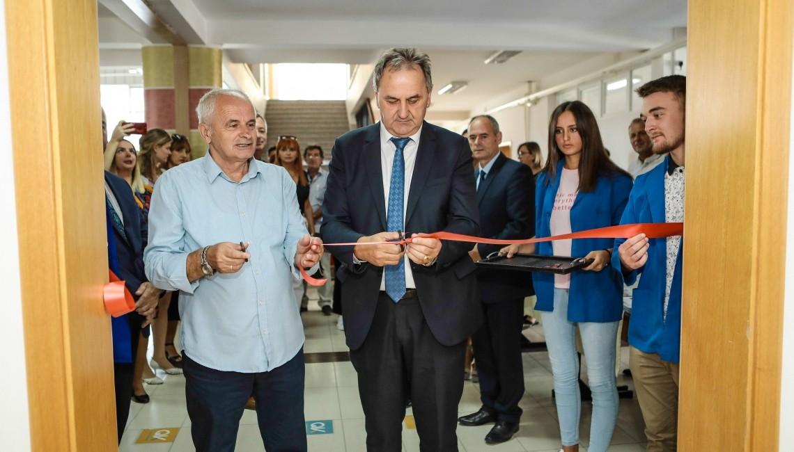 """Inaugurimi i Qendrës për Karrierë në shkollën e mesme profesionale """"Shaban Spahija"""" në Pejë"""